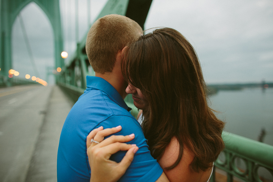 St-Johns-Bridge-Engagement-Photographs-1.jpg