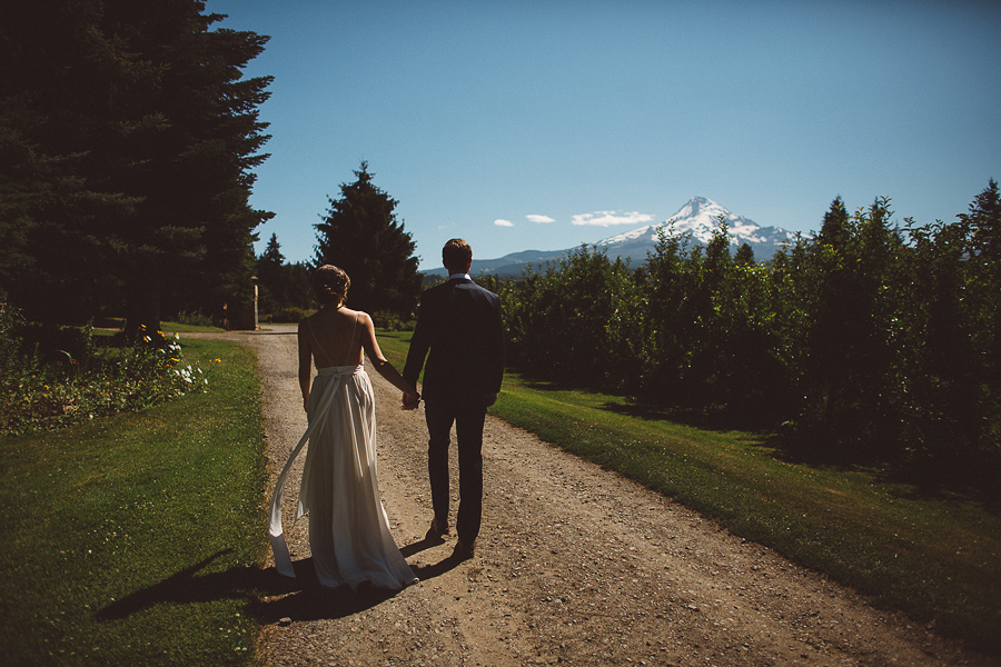 Mt-Hood-Wedding-Organic-Farms-Wedding-Photographs-21.jpg