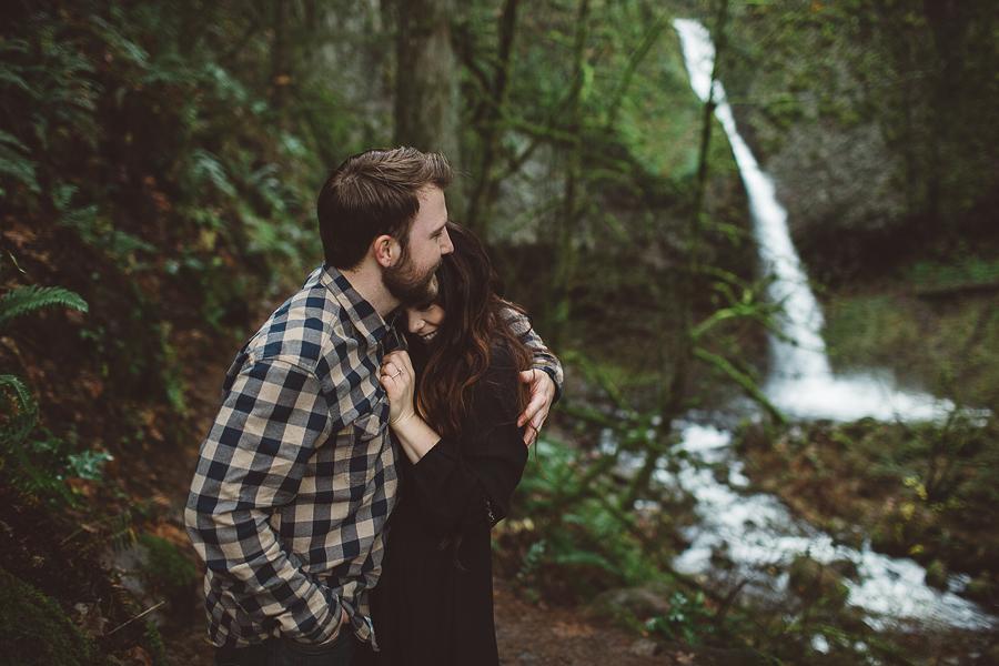 Horsetail-Falls-Engagement-Photos-5.jpg