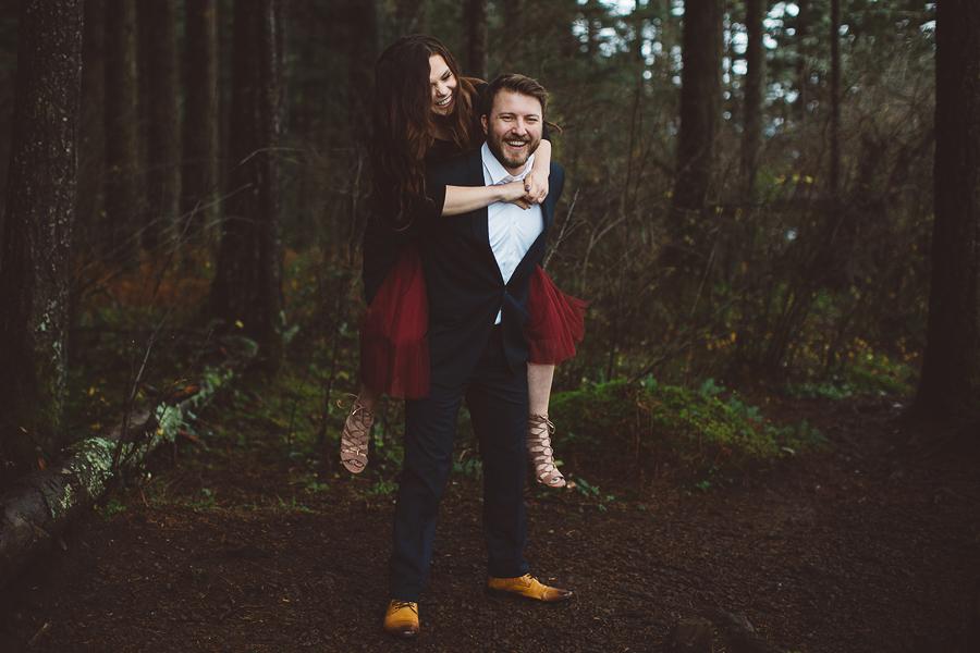 Horsetail-Falls-Engagement-Photos-12.jpg