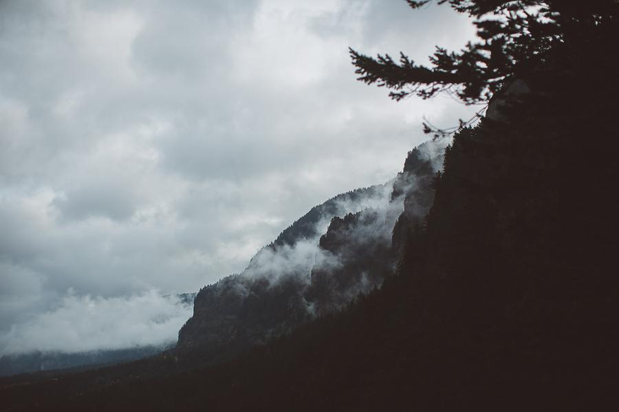 Horsetail-Falls-Engagement-Photos-22.jpg