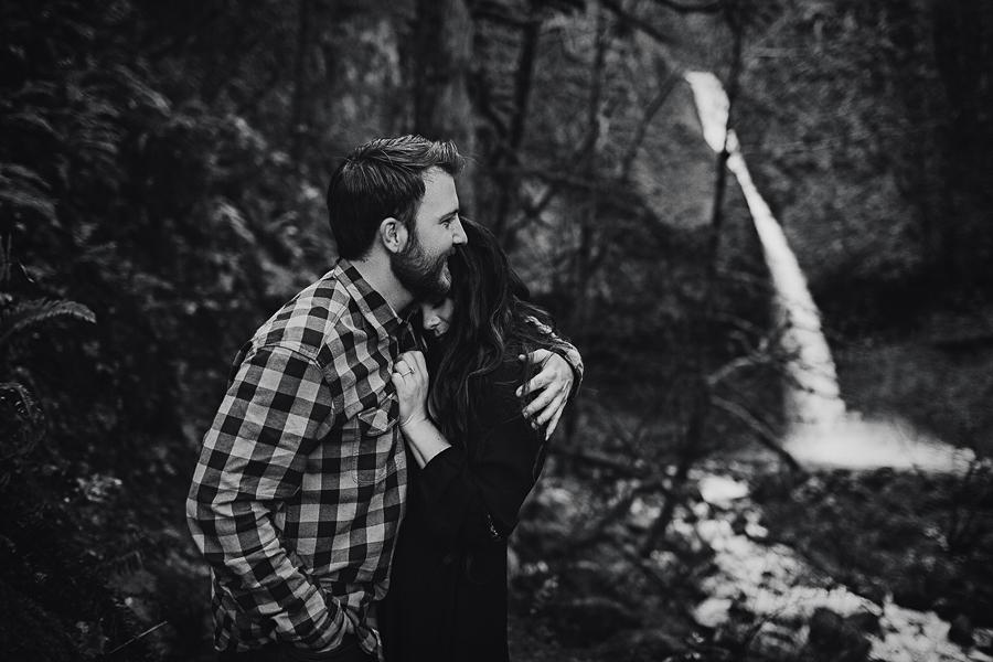 Horsetail-Falls-Engagement-Photos-23.jpg