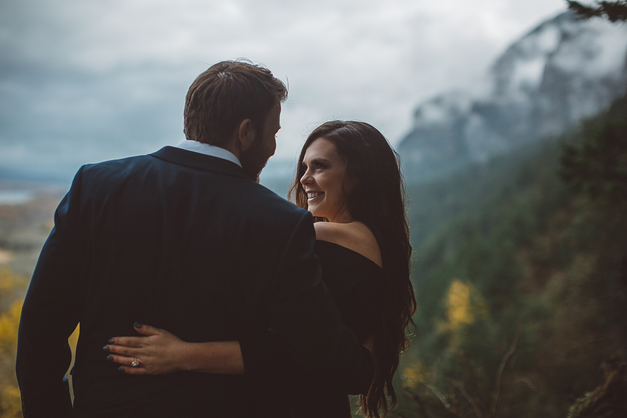Horsetail-Falls-Engagement-Photos-30.jpg