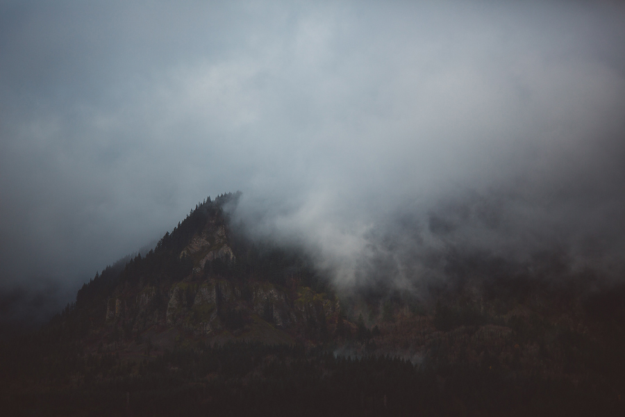 Horsetail-Falls-Engagement-Photos-33.jpg