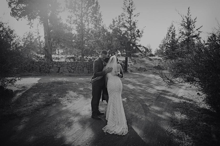Bend-Wedding-Photographer-71.jpg