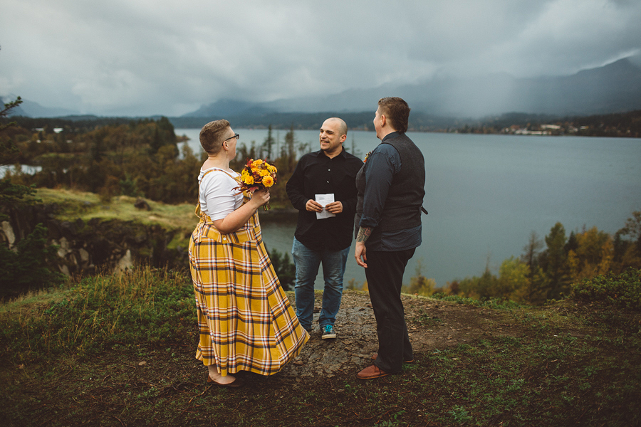 Columbia-River-Gorge-Wedding-10.jpg