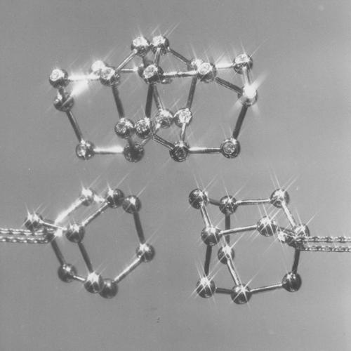 pascal-morabito-1974-bijoux-pendentif-molecule-argent.png