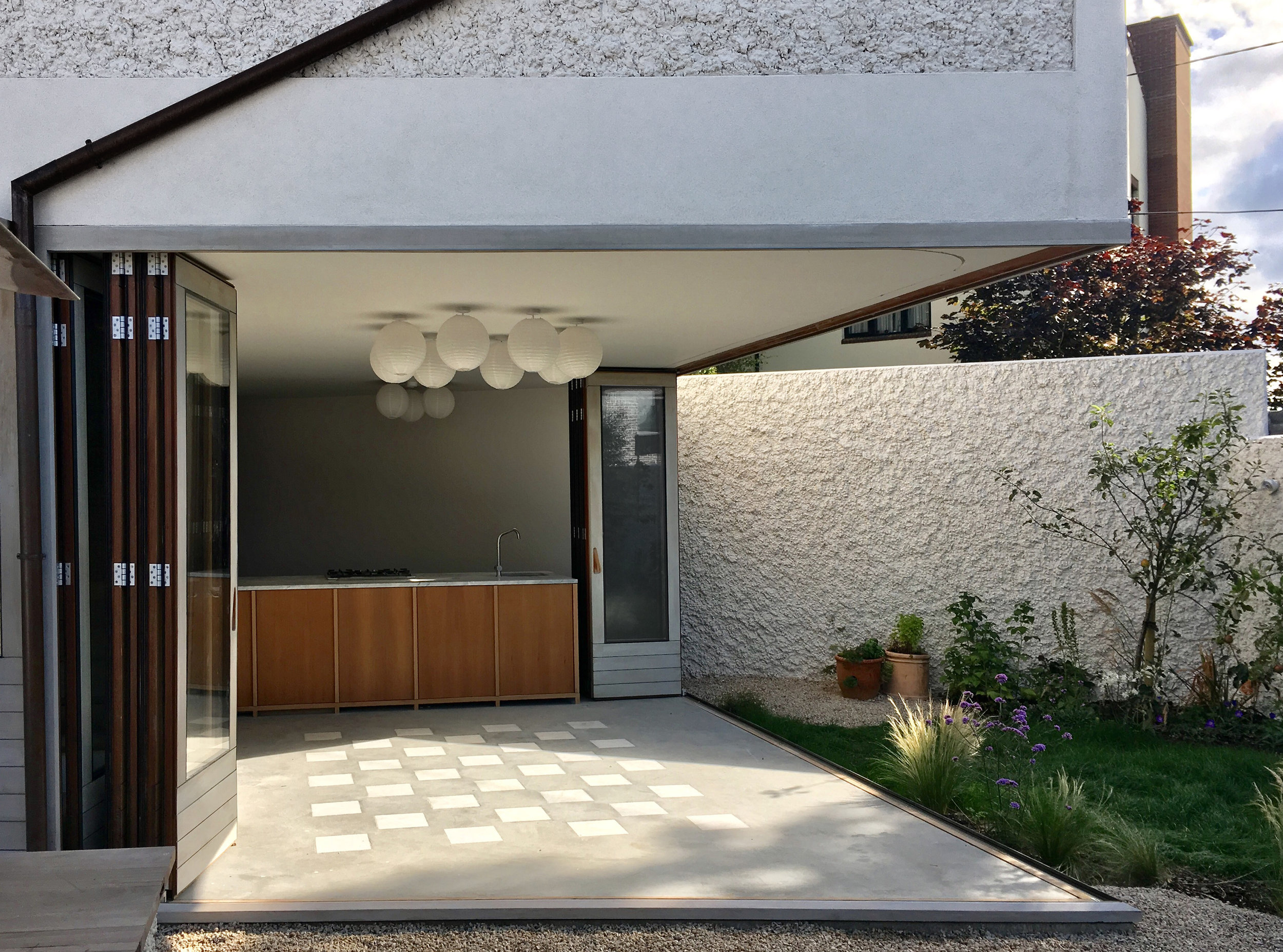 A house in a garden_81 Hollybrook Grove_004.jpg