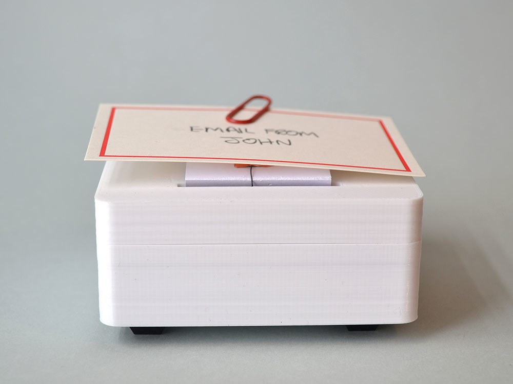 This gadget by Brendan Dawes quietly raises a handwritten note at the appropriate moment in lieu of a digital notification. | Brendan Dawes