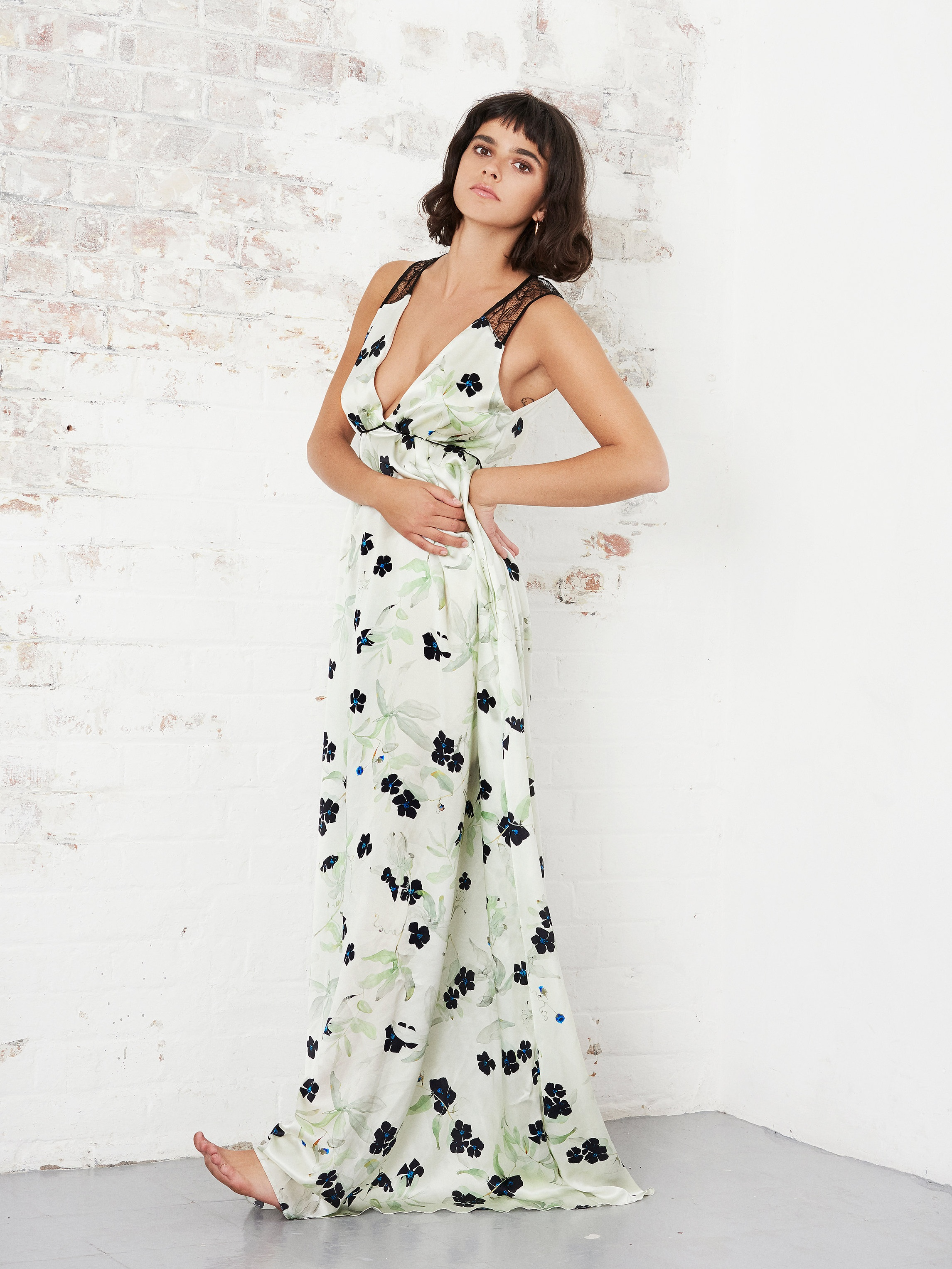 VIOLET+%26+WREN+SS19+-+LACE+BACK+GOWN+IN+NEO+MINT+VINE+STANDING.jpg