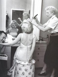 ... Do my hair bitch ... Do my hair !