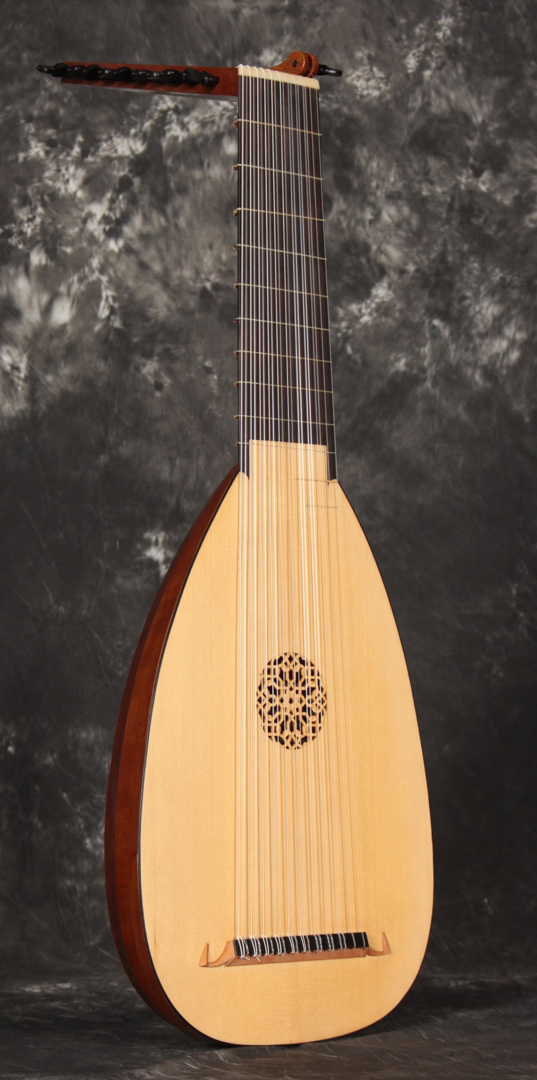 Baroque Lute 1 side.jpg