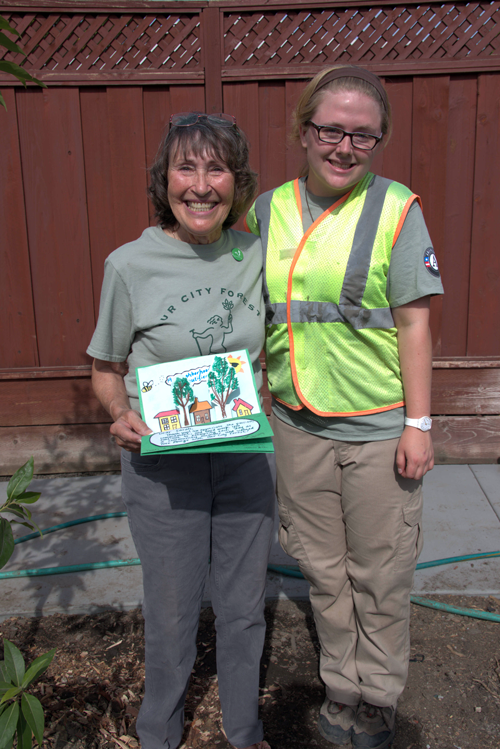 Tree Amigo Sarah Viaggi is presented with a Thank You card by AmeriCorps Service Member Maggie after her successful neighborhood planting in 2015.