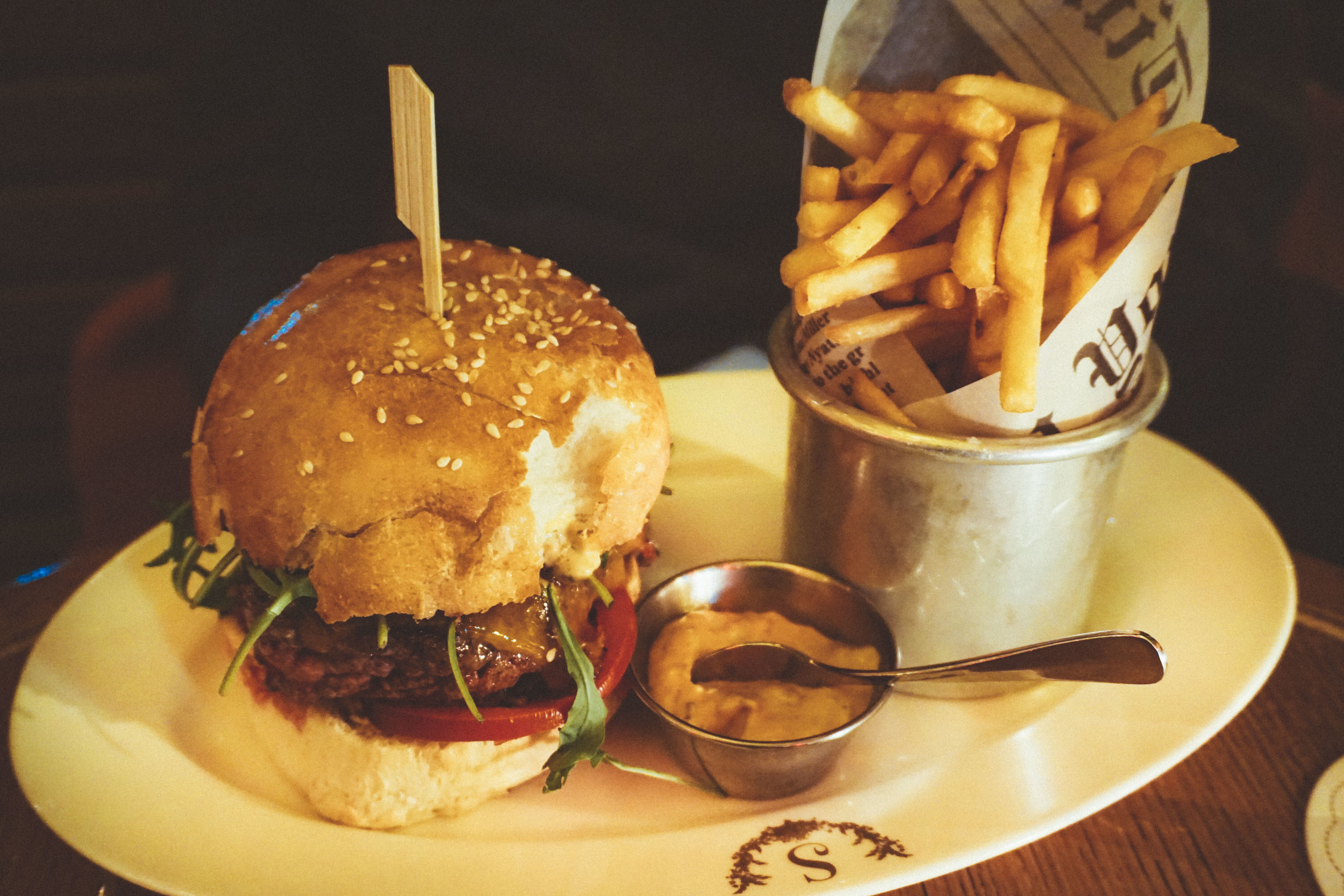 Burger and chips at Le Scossa restaurant in Paris