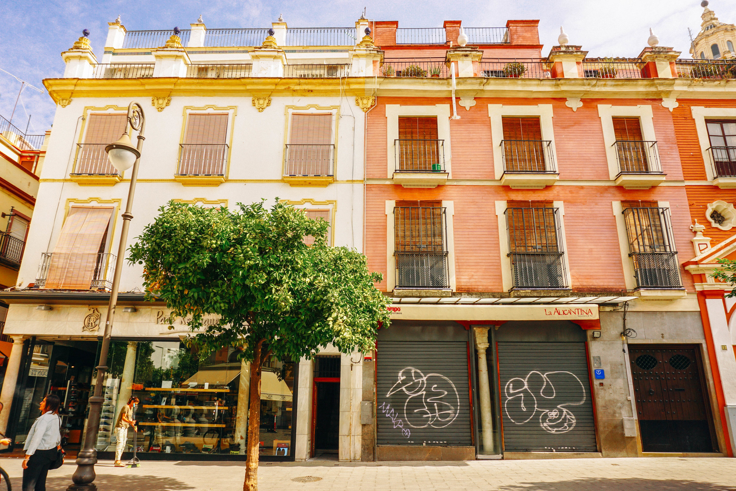 Barrio de Santa Cruz, Seville, Spain. Travel Guide to Seville.