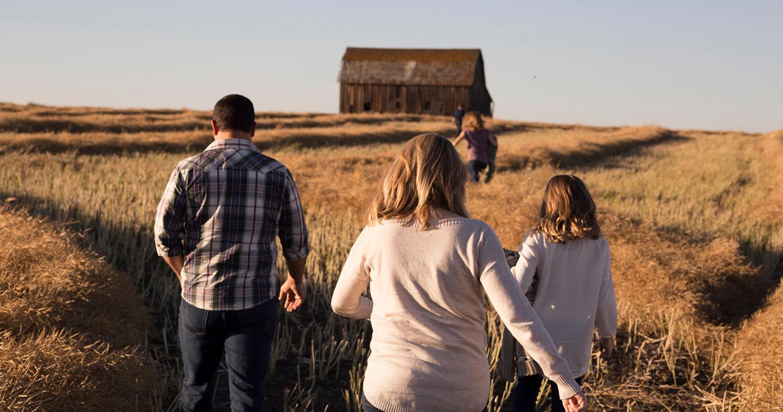 family-walking_WEB1500.jpg