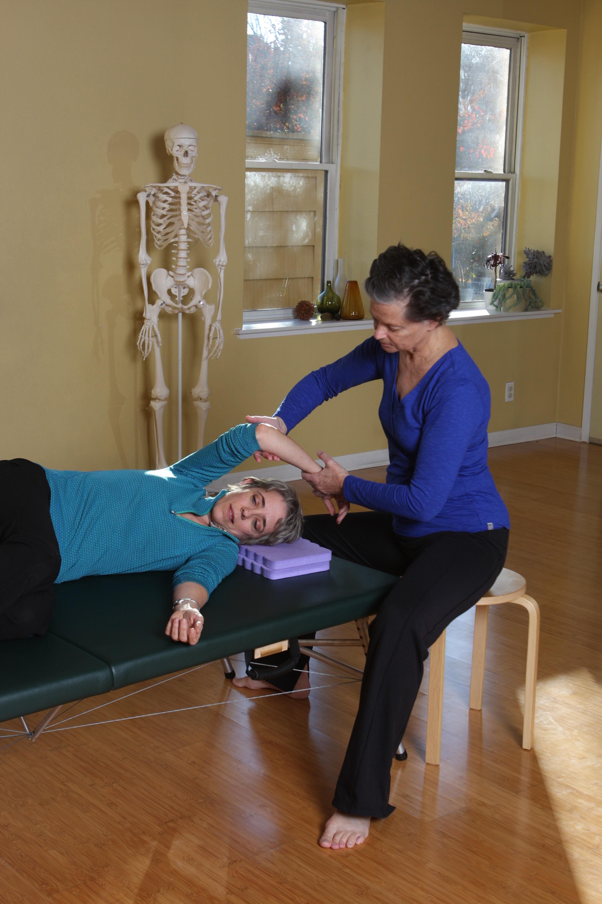 Janelle Keane Campoverde (on table) and Helen Pelton finding freedom and ease during a Functional Integration session.