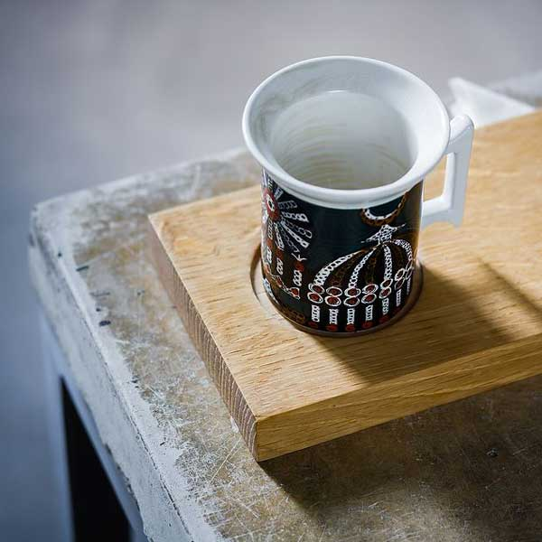 Oak saucer with napkin holder from an old plank.