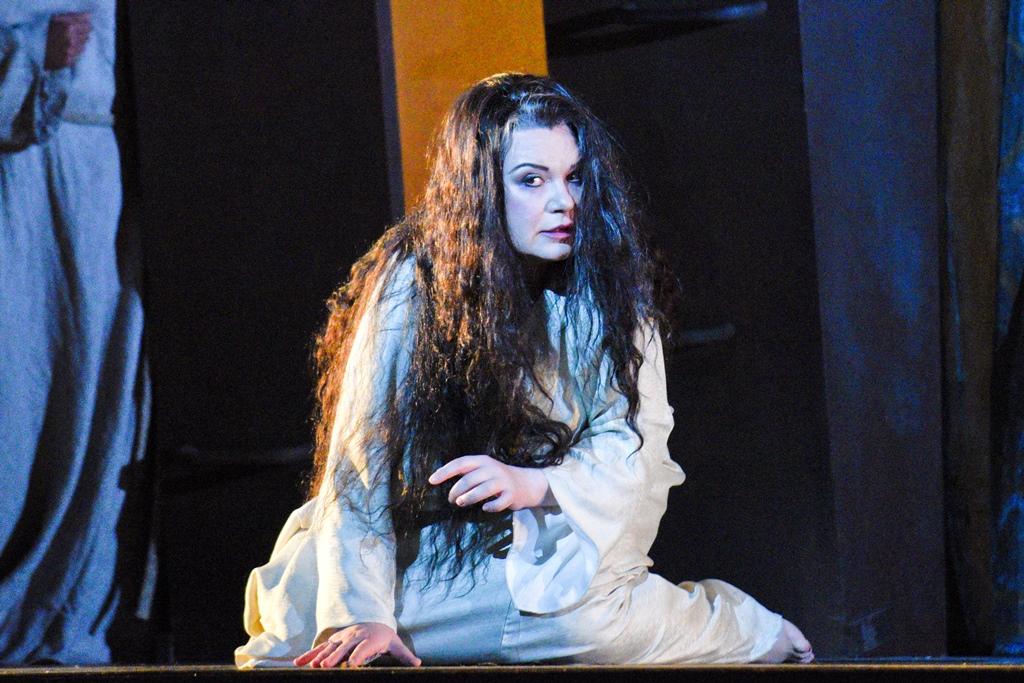 Sleepwalking scene, Act 4