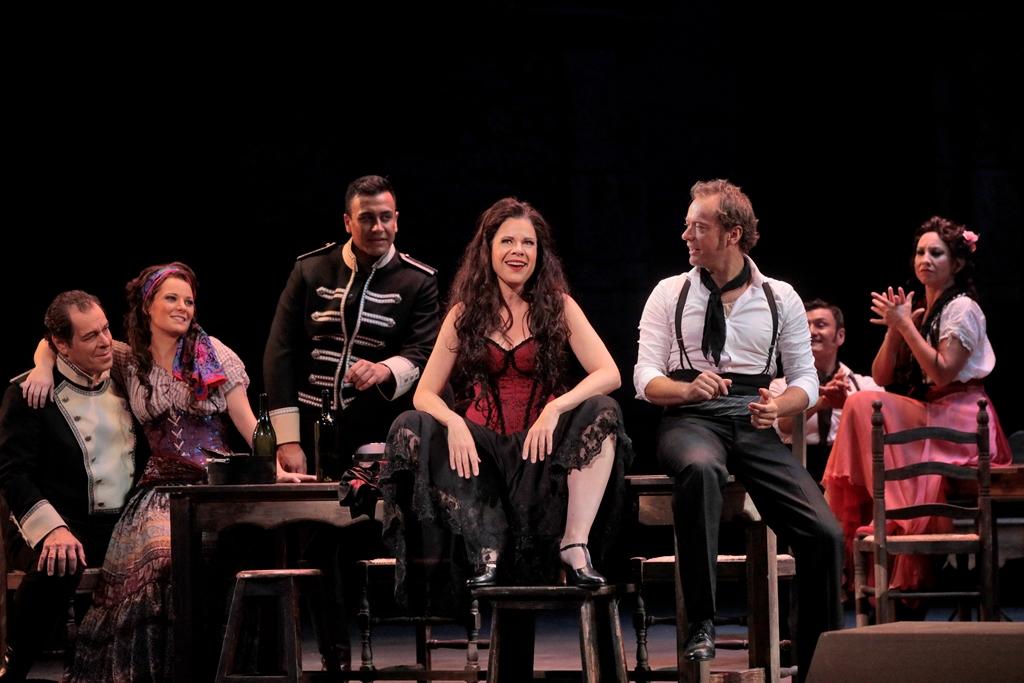 (L to R) Philip Cokorinos (Zuniga), Liv Redpath (Frasquita), Juan Carlos Heredia (Morales), Ana Maria Martinez (Carmen) and Oscar Valero (solo dancer)