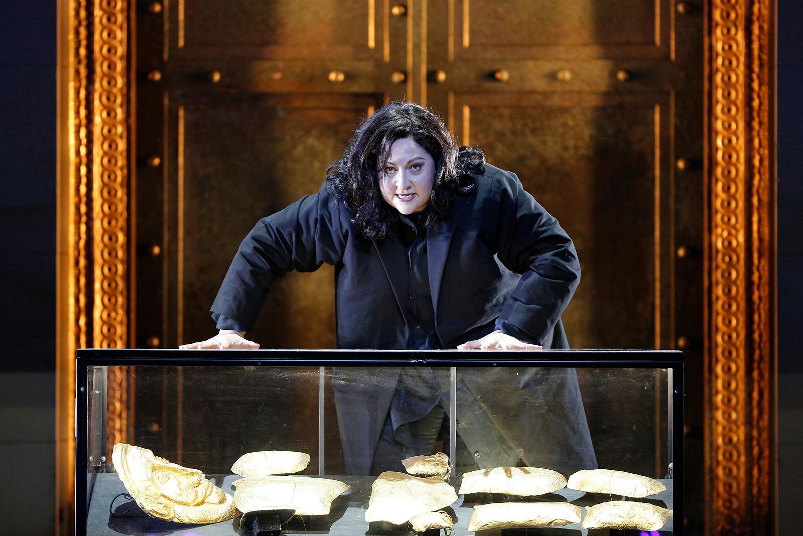 Christine Goerke as Elektra