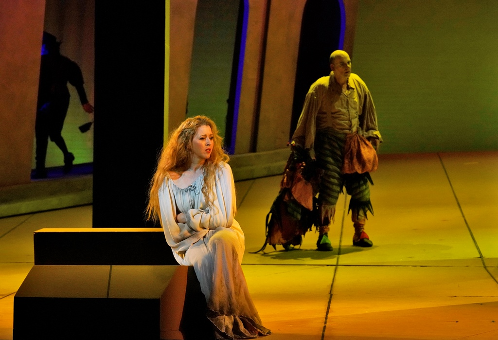 Lisette Oropesa as Gilda, Juan Jesús Rodríguez as Rigoletto