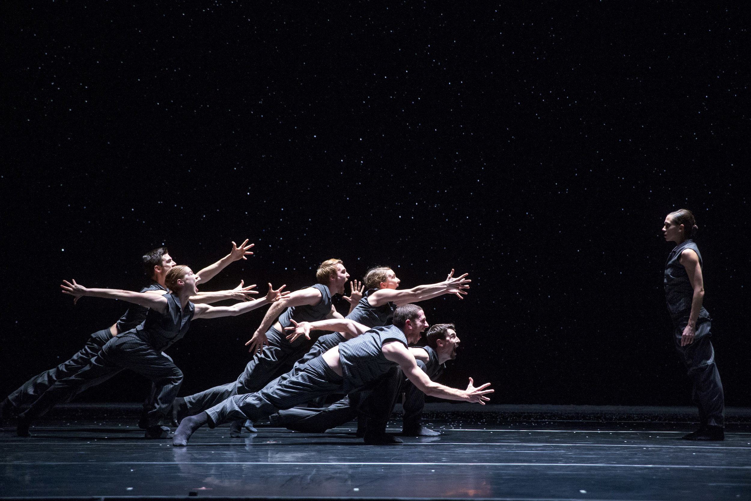 Hubbard Street Dancers in Solo Echo by Crystal Pite: Jacqueline Burnett, far right with, clockwise from far left: Michael Gross, Florian Lochner, Kellie Epperheimer, Andrew Murdock, Jesse Bechard, foreground, and Emilie Leriche. Photo by Todd Rosenberg.
