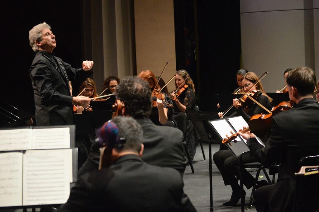 Guest conductor Peter Oundjian