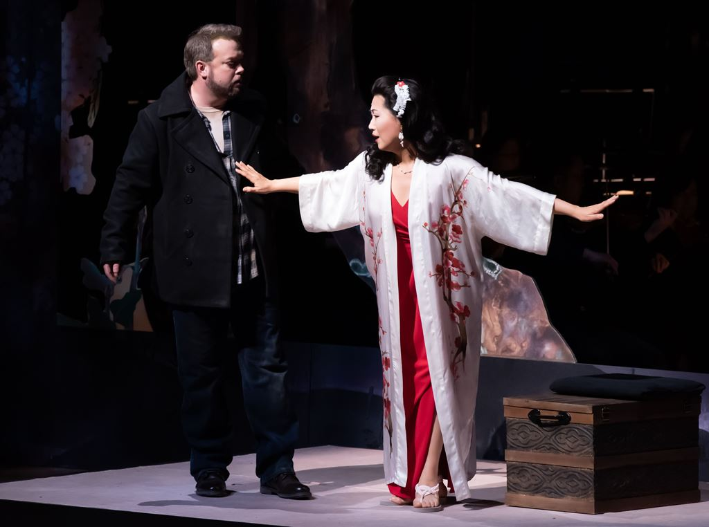 John Pickle as Pinkerton, Yunah Lee as Cio-Cio-San (Act I)