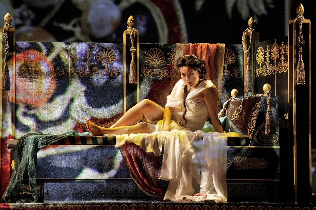 Guangun Yu as Vitellia, Act I