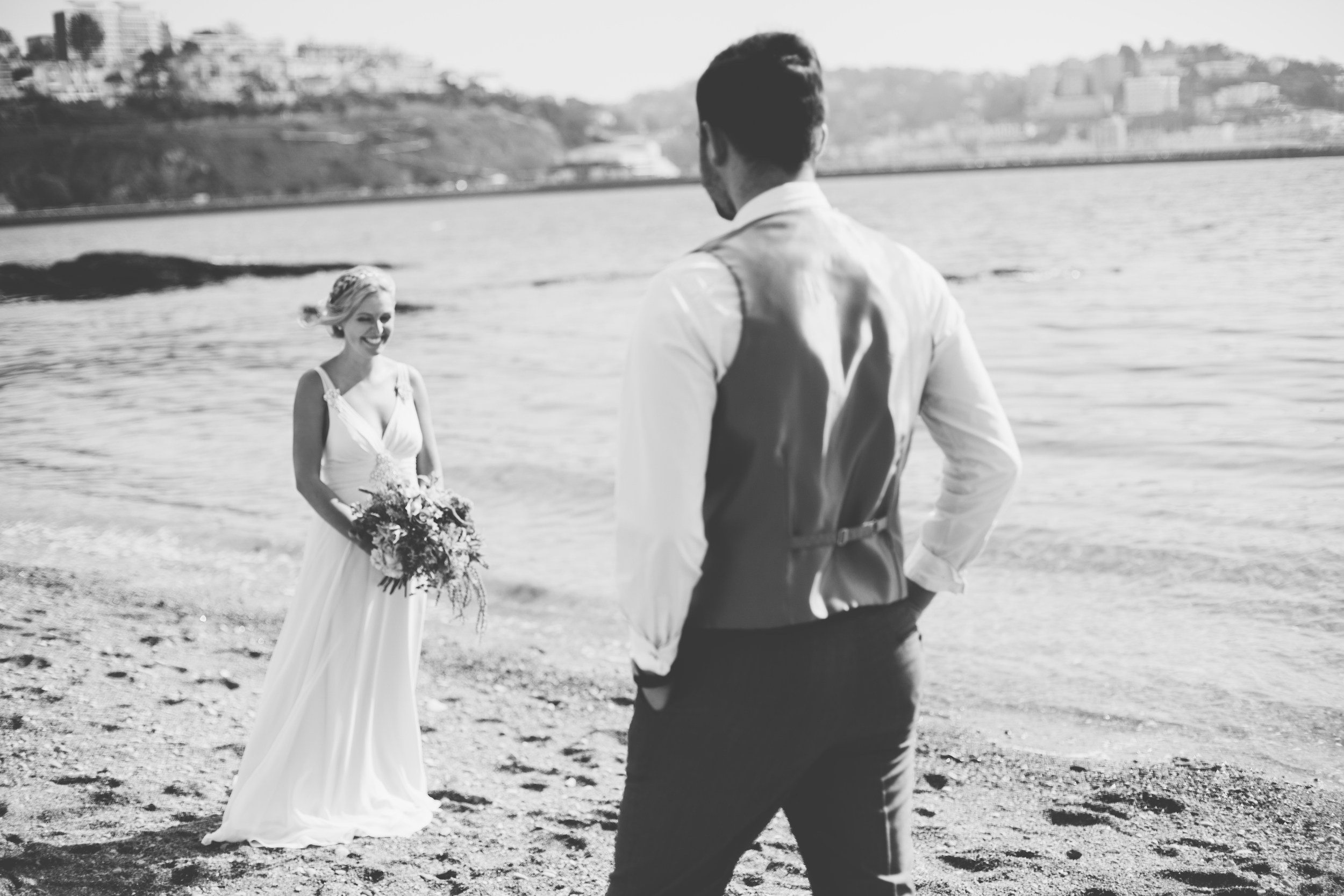 emmabarrow_beachbridal013.jpg