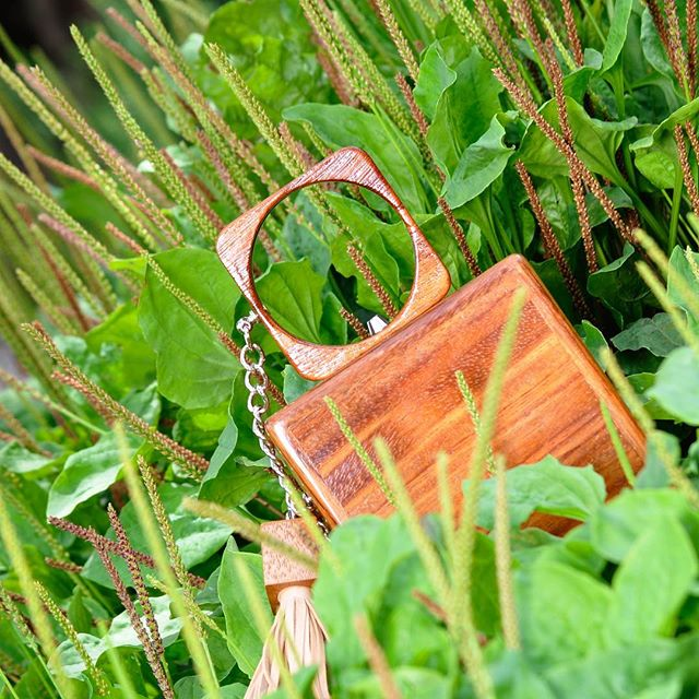 Garden Party 🌾👝 #sustainableluxury #madebycostarica