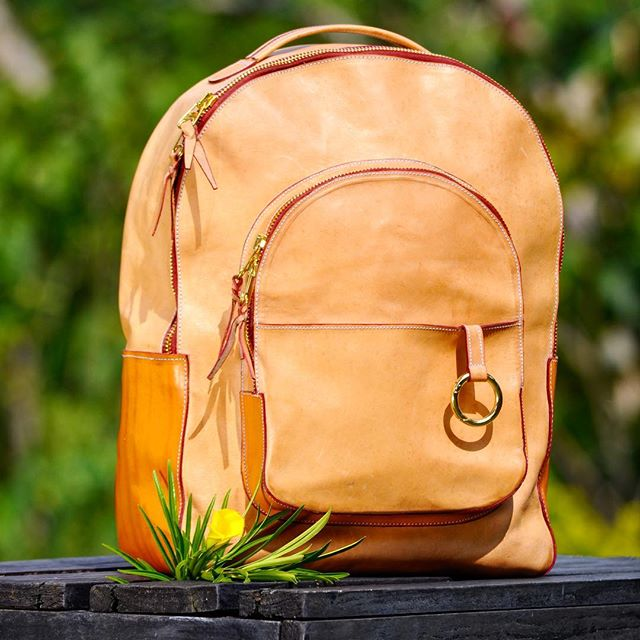 Monday morning essentials 🌼🎒 #sustainableluxury #madebycostarica