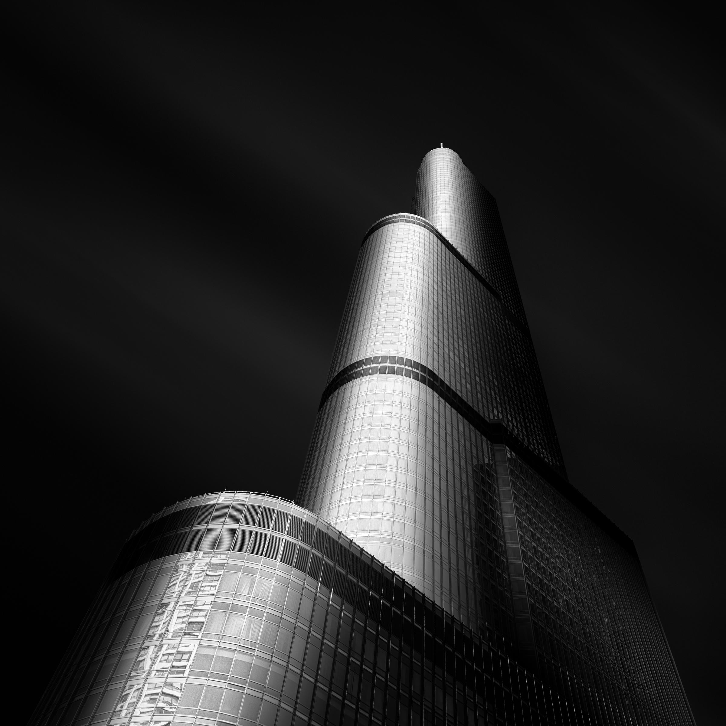 Molten V - Trump Tower Chicago.jpg