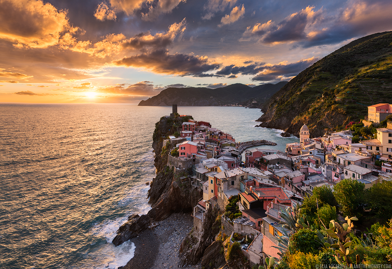 Elia-Locardi-Travel-Photography-Song-Of-The-Sea-Vernazza-Cinque-Terre-Italy-1600-WM.jpg
