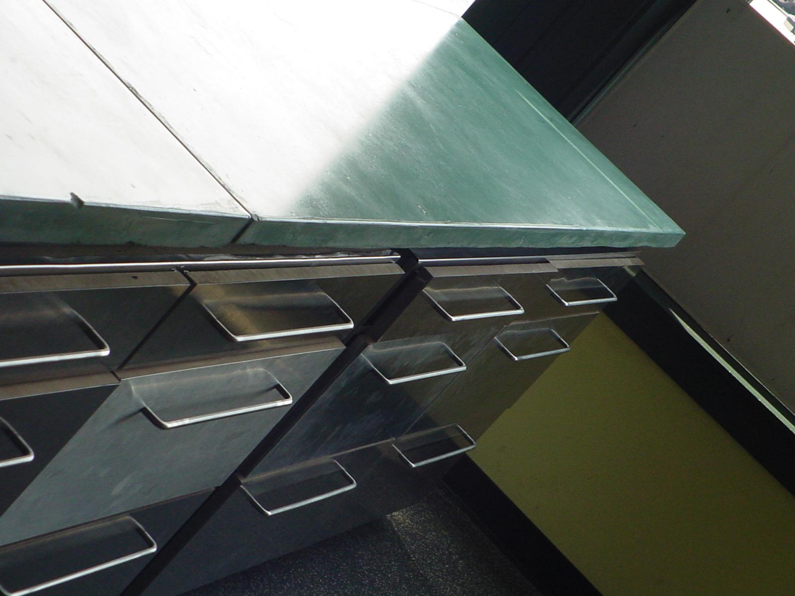 14_desk.JPG