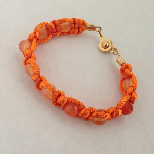 Friendship bracelet to shine