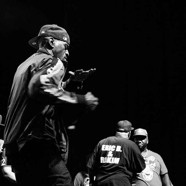 """Switch to southpaw, split your right jaw ..... The God MC shadowboxes on stage @fordampconey while performing """"Know the Ledge"""" #Rakim #godmc #hiphop #blackandwhite #bnw #nyc #concertphotography #brooklyn #monochrome #boxing #shadowboxing"""