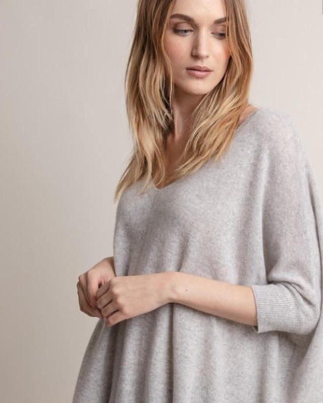 ✨ An essential addition to your cashmere collection, the boyfriend sweater knitted of impeccably soft cashmere. Pair with leggings or jeans for casual weekend wear.  #boutiqueshopping #sfshopping #boutique  #blancsf #blancsananselmo #blancboutique #sanfrancisco #presidioheights #shoplocal #shopsmall #sfstyle #sacramentostreet #bayareafashion #boutiqueshopping  #everydaystyle  #sffashion #fashion  #styleoftheday #citystyle #cityfashion #cashmere