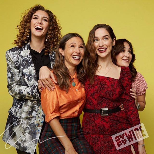Oh I DO love a girls weekend in the big 🍎🥰 What a wonderful day celebrating our #WinForWynonna at @newyorkcomiccon 🙏🏼 @syfy @syfywire @idwentertainment 🙌🏼 Thank you to these amazing artists for this LOOK! #nobodyputsbabyinacorner 🧥: @kimiaaryasilk 💄: @paspomamakeup @katbarrell 💇🏽‍♀️: @cheryltbergamyhair