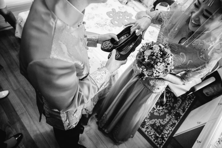 Chinese wedding tradition of groom presenting his bride with the shoes she hid for him to find.jpg