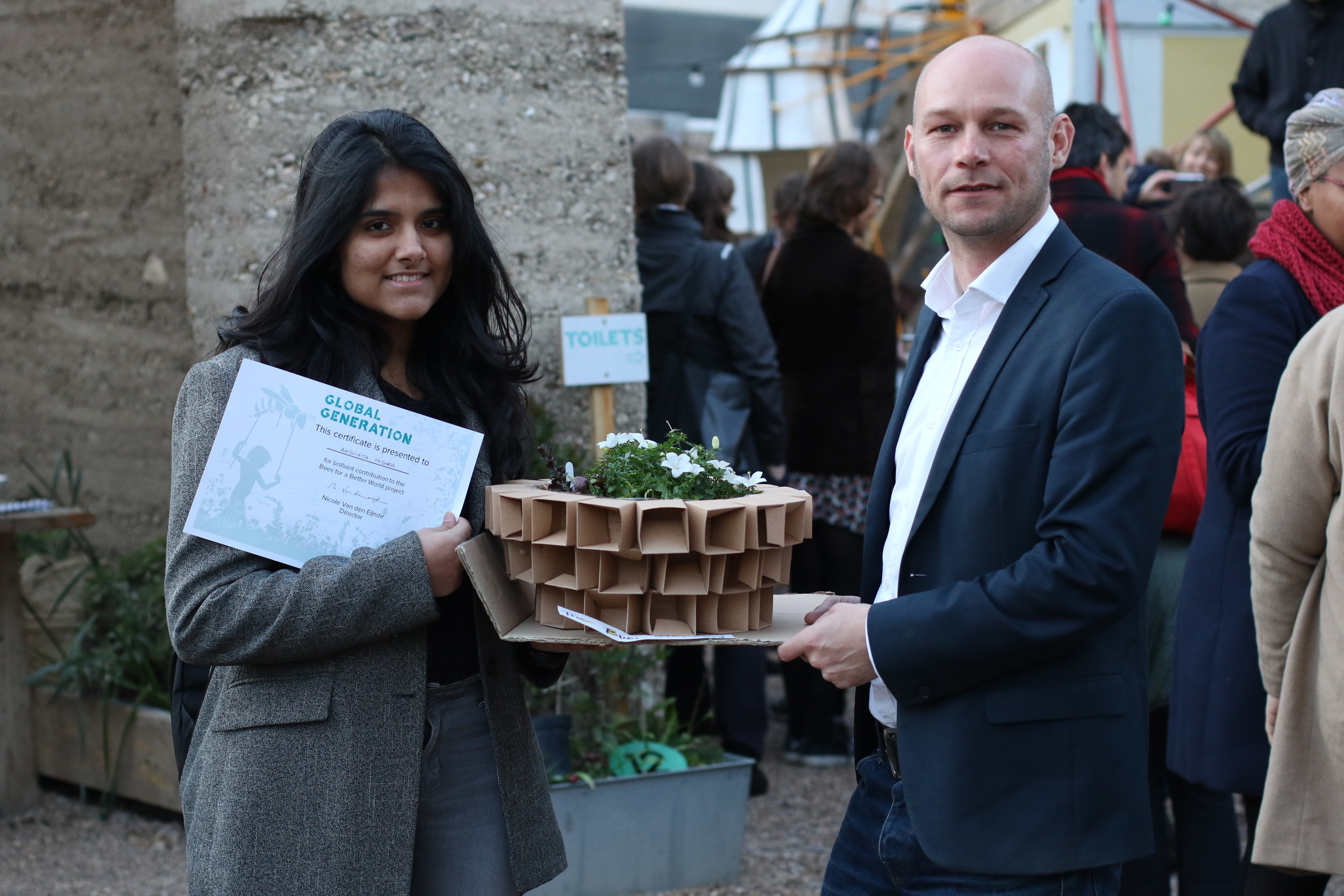 Akshata recieving her award