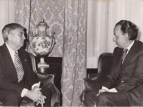Madrid, España. (21 de Abril, 1978)    El Presidente de las Cortes, Sr. Hernandez Gil se entrevistó, en su despacho, con el ministro de Asuntos Exteriores de Guatemala, Adolfo Molina Orantes.