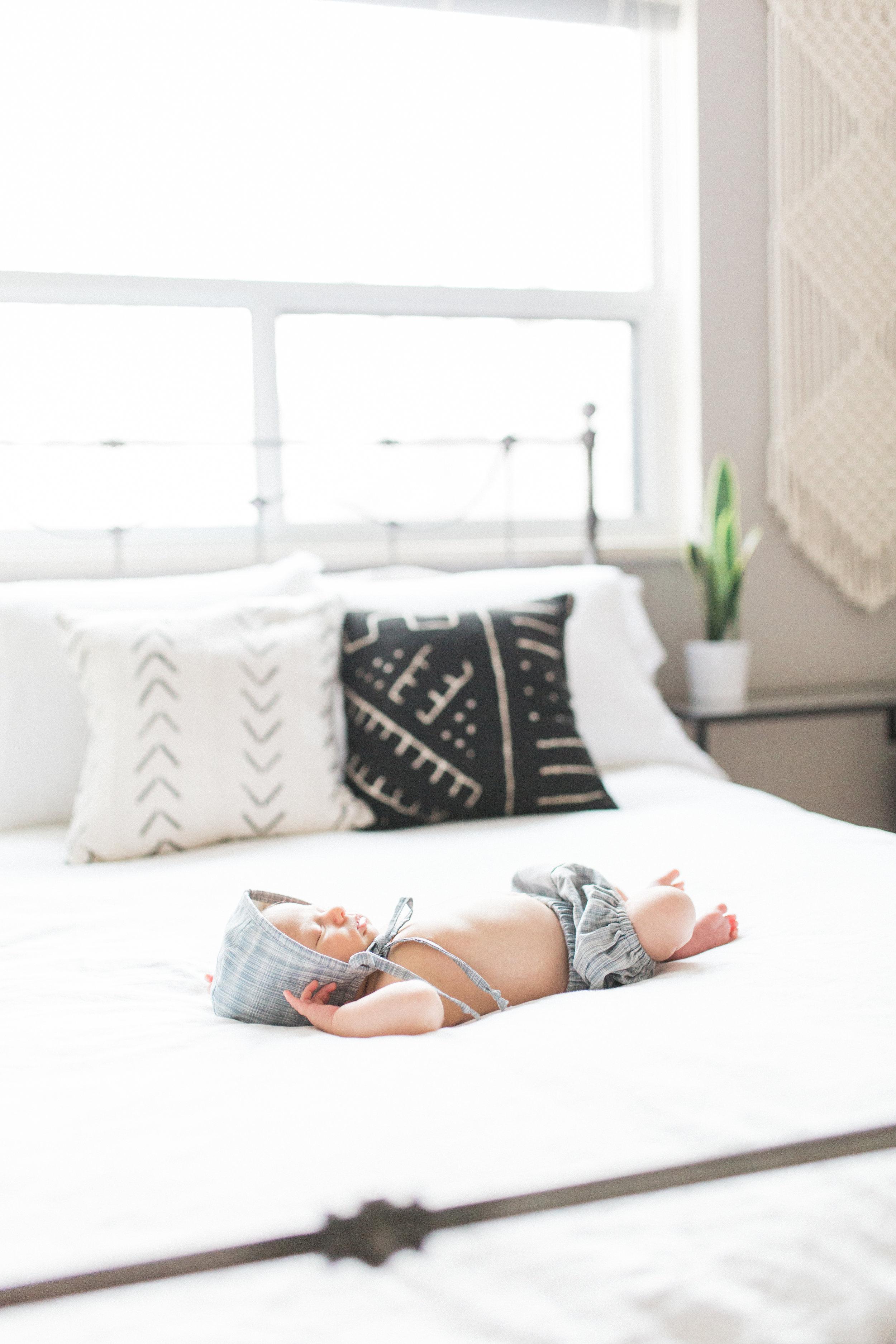 Elza Photographie - Toronto newborn photographer - Film and digital - Bright and airy - Mastin Labs - Motherhood