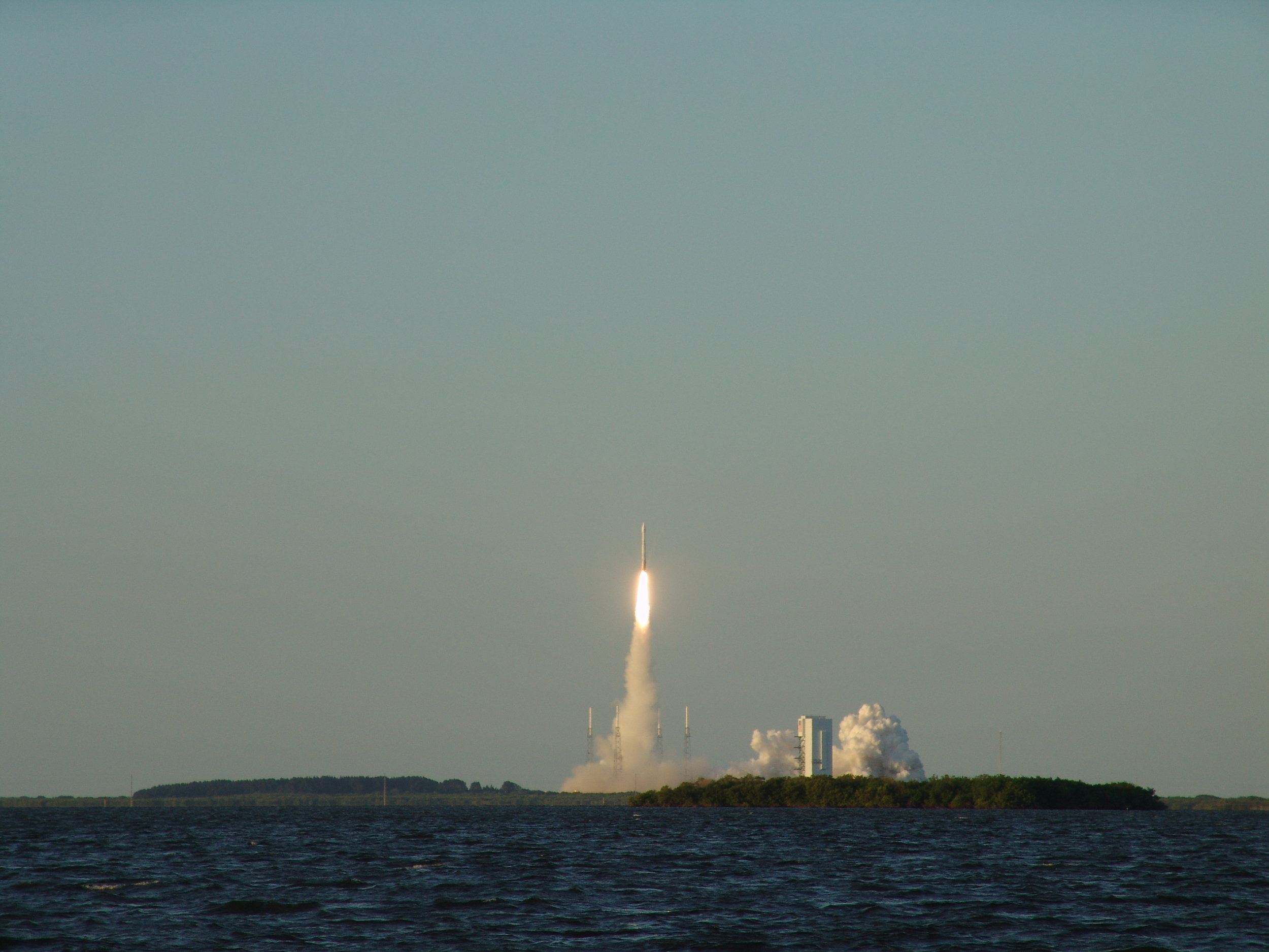 ATLAS V liftoff.jpg