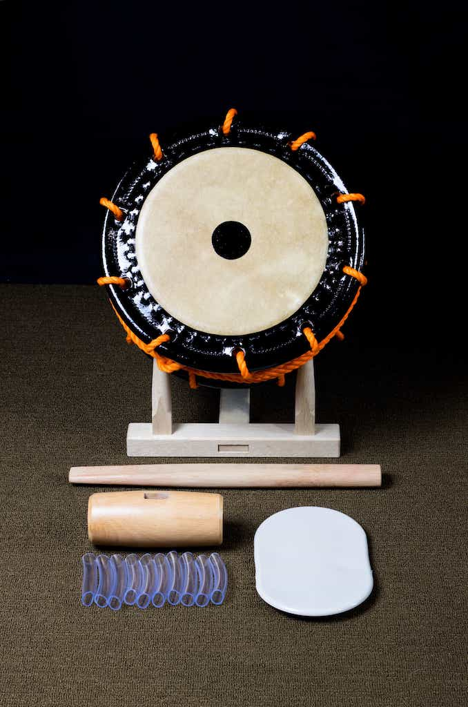 Edo Bayashi shimedaiko courtesy of Miyamoto Unosuke Shoten & tightening tools