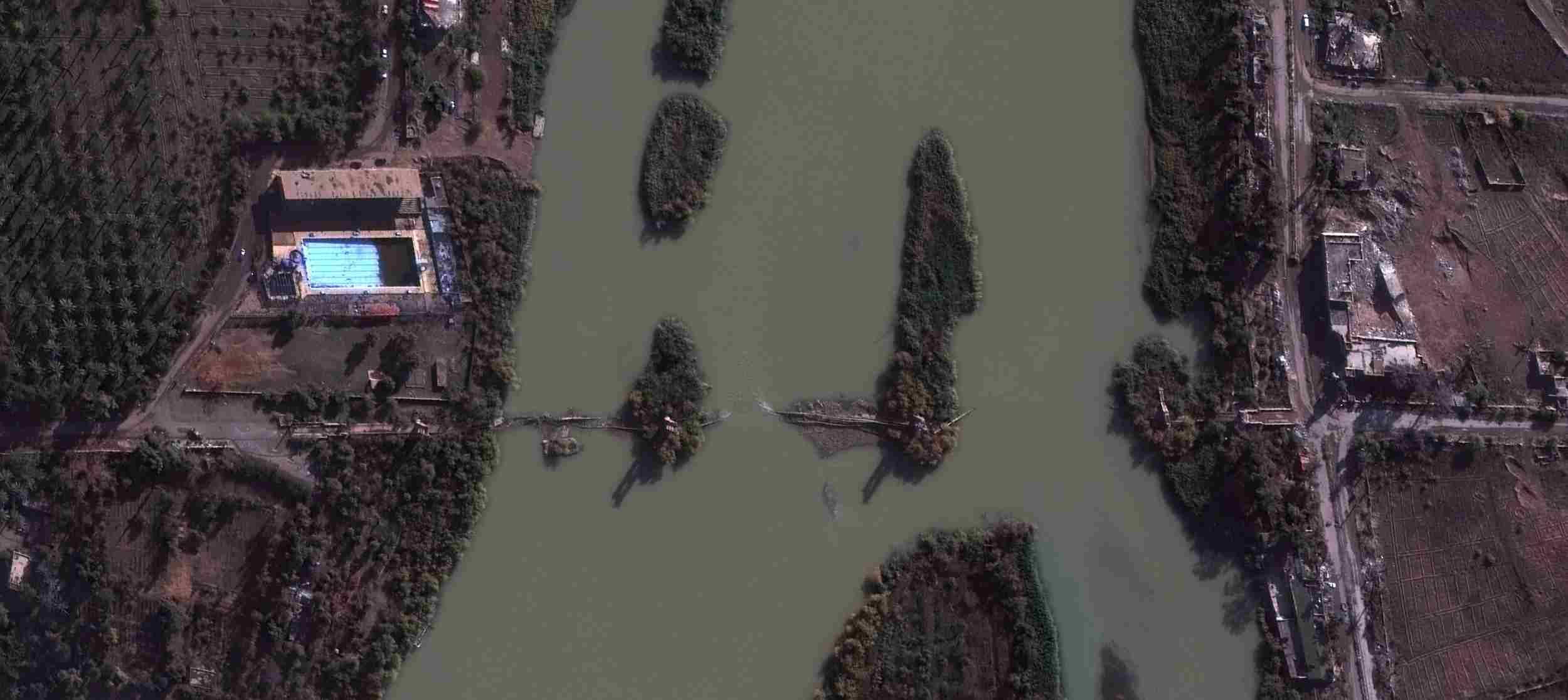 UNOSAT_Deir ez Zor_SY_Suspended_Bridge_Post_WV03_20141125.jpg