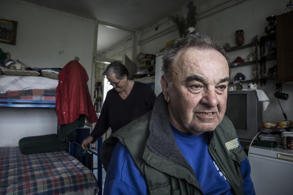 ميلان ودوسانكا من كرواتيا لاجئان من الحرب البوسنية. وقد عاشا في مركز كرنجاكا  منذ عام 1995