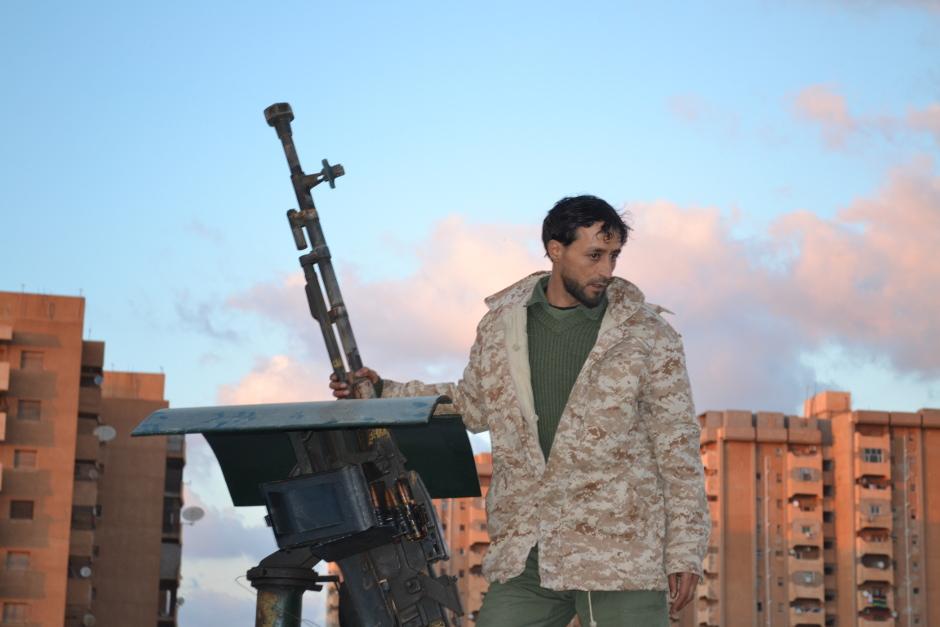 Un combattant pro-Haftar à Benghazi