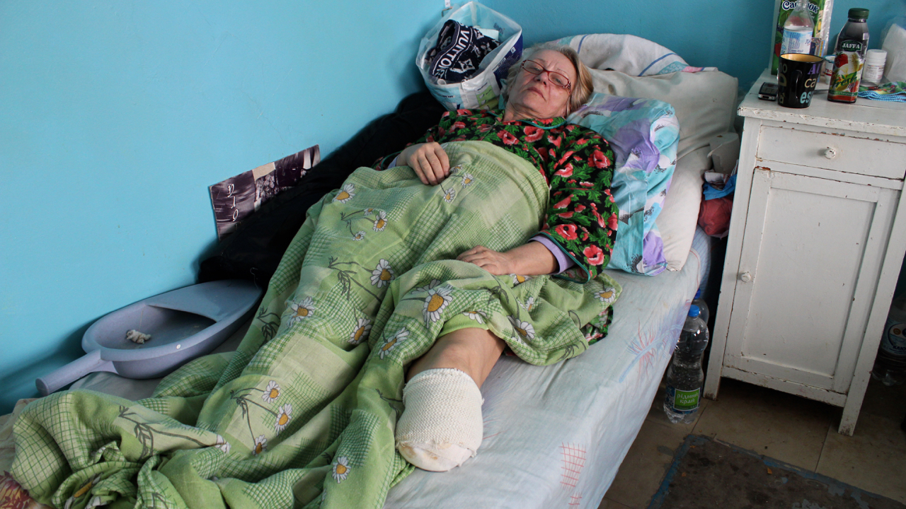 Hospitals in the rebel-held east struggle to treat acute injuries